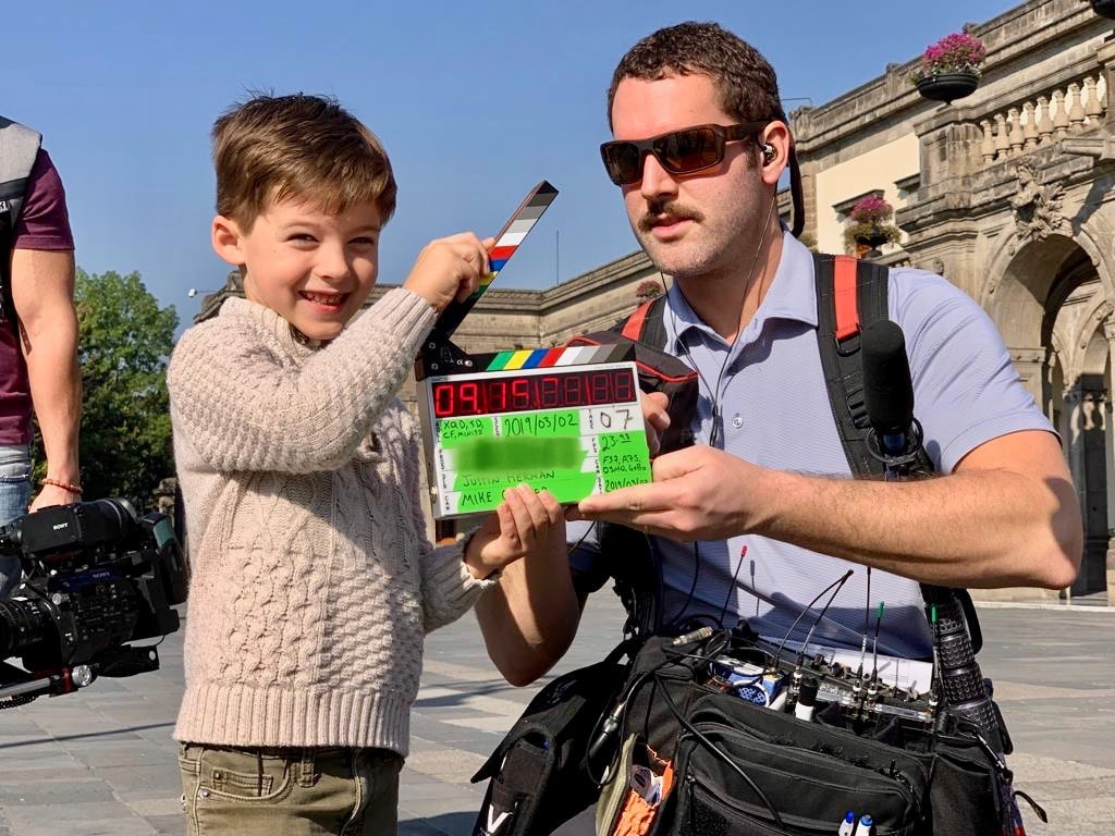 Cute kids tv house hunters international clapperboard