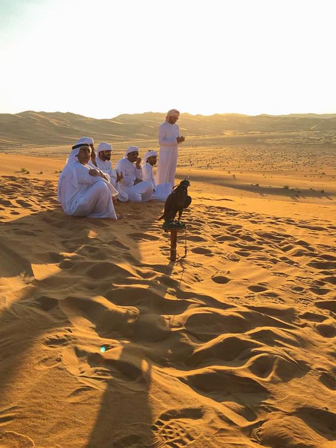 Emiratis falcon show in the Rub al-Khali (empty quarter)